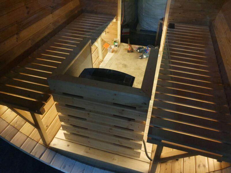 LED stribe ned af saunabænke
